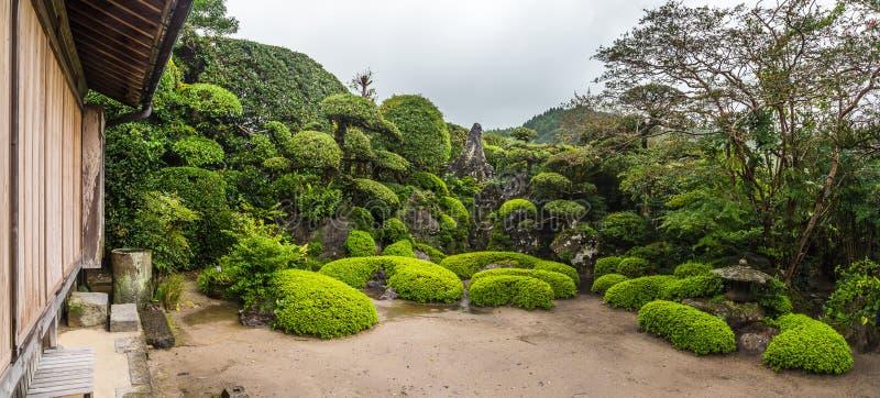 Jardim japonês bonito no distrito do samurai de Chiran em Kagoshima, Japão fotos de stock royalty free