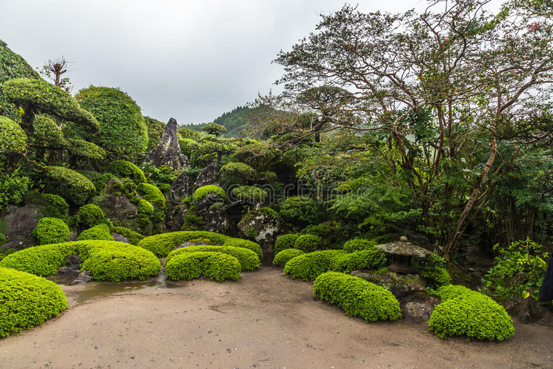 Jardim japonês bonito no distrito do samurai de Chiran em Kagoshima, Japão foto de stock royalty free