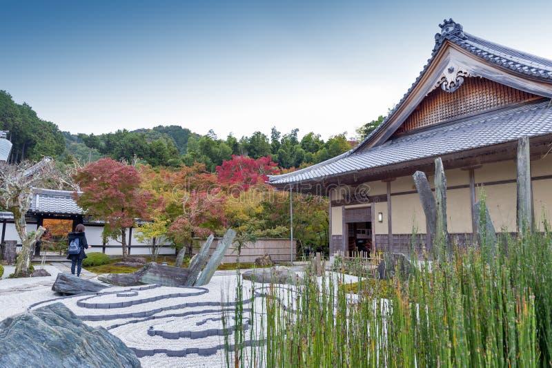 Jardim japonês do zen durante o outono no templo de Enkoji em Kyoto, Japão fotografia de stock