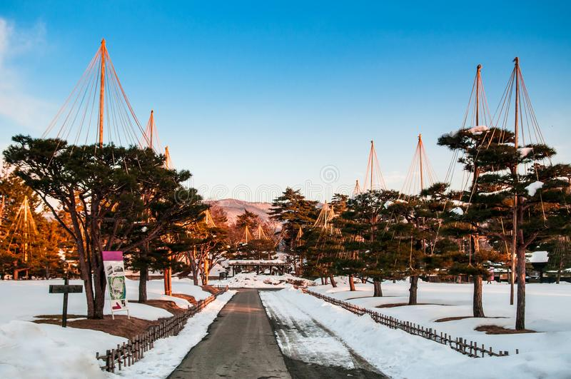 Jardim japonês no inverno no castelo Fukushima de Aizu Wakamatsu, a fotografia de stock