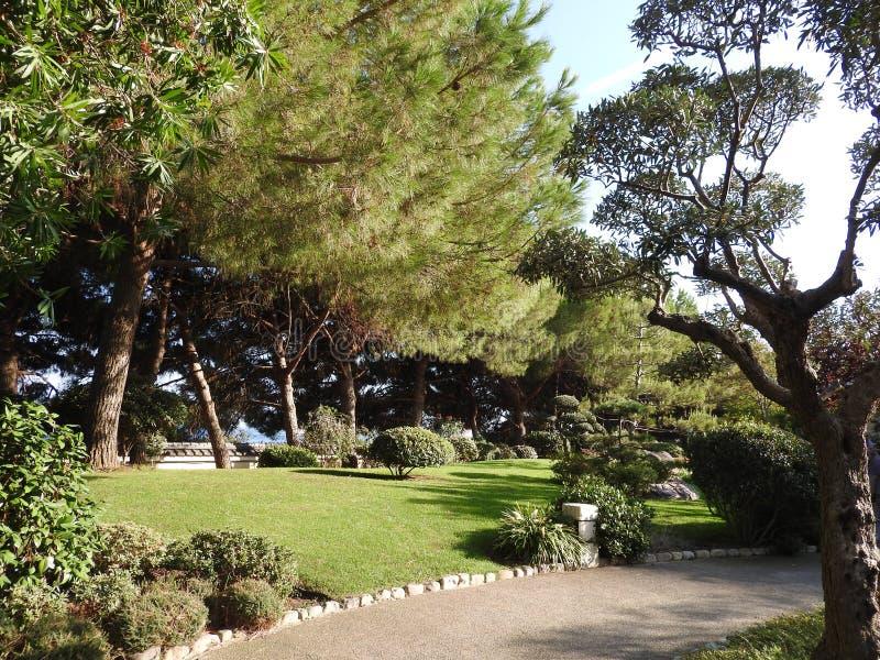 Jardim japonês ou Jardin Japonais Parque público municipal em Monte - Carlo em Mônaco fotos de stock