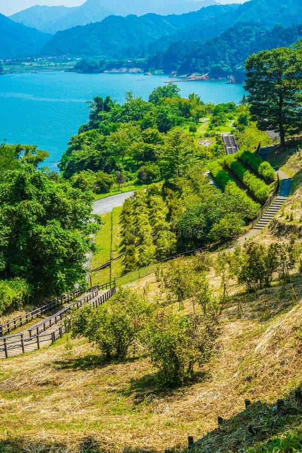 Jardim Kanagawa da beira do lago da represa e do Gen Torii de Miyagase imagens de stock royalty free