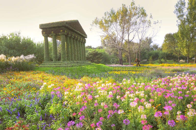 Jardim misterioso com cenário fantástico fotografia de stock
