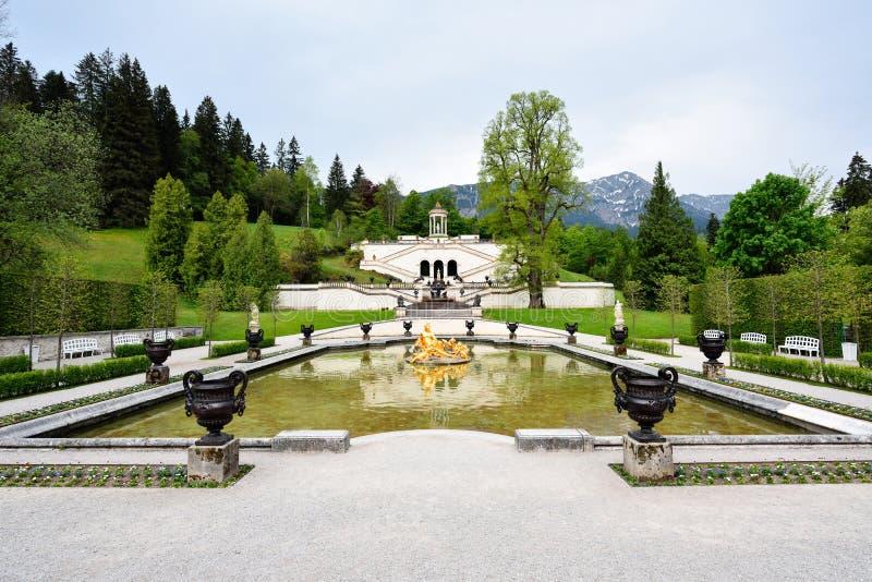 Jardim no palácio de Linderhof, Alemanha foto de stock