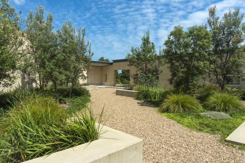 Jardim passivo da casa solar fotos de stock