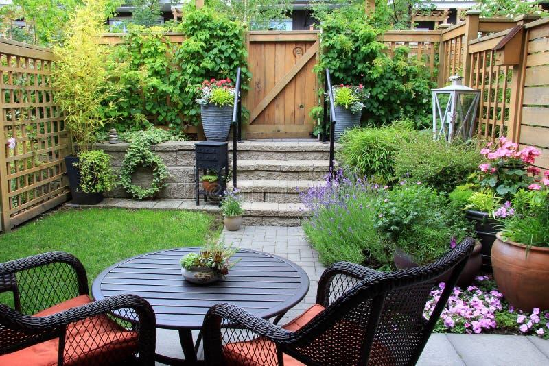 Jardim pequeno imagem de stock