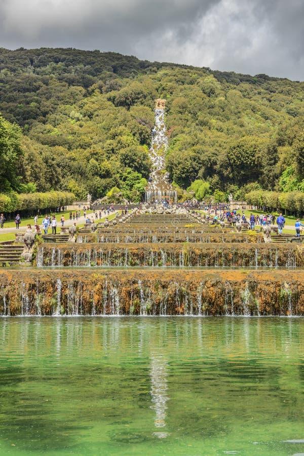 Jardim real do palácio de Caserta, Campania de Itália imagem de stock