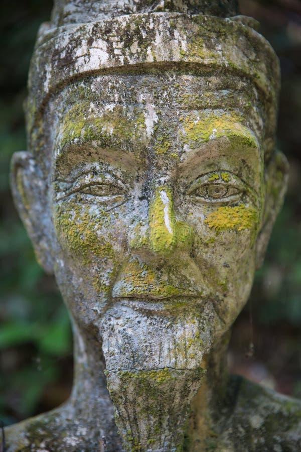 Jardim secreto da Buda em Samui - estátua foto de stock royalty free