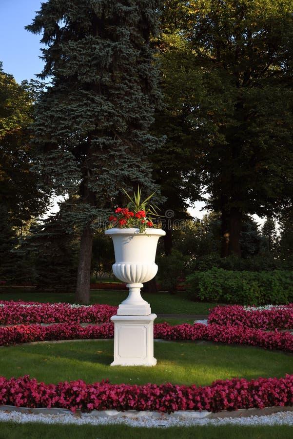 Jardim velho no Kremlin de Moscou Local do património mundial do Unesco fotos de stock