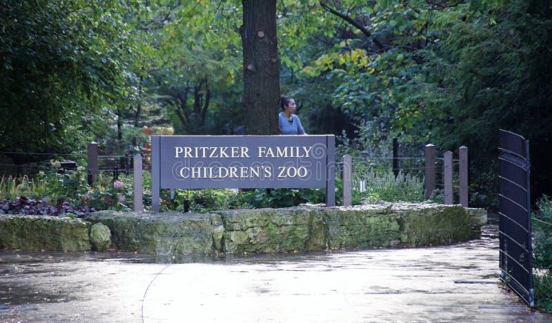 Jardim zoológico em Lincoln Park Zoo Chicago, Illinois do ` s das crianças da família de Pritzker foto de stock