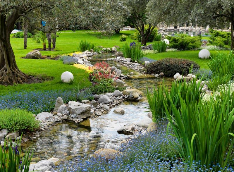 Jardin asiatique avec l 39 tang image stock image du centrale t 23080439 - Jardin asiatique ...