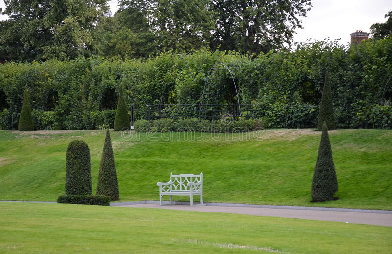 Jardin au palais de kensington image stock image du path for Jardines de kensington