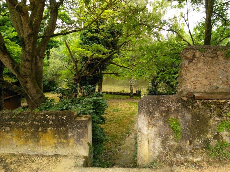 Jardin au siècle XI photographie stock libre de droits