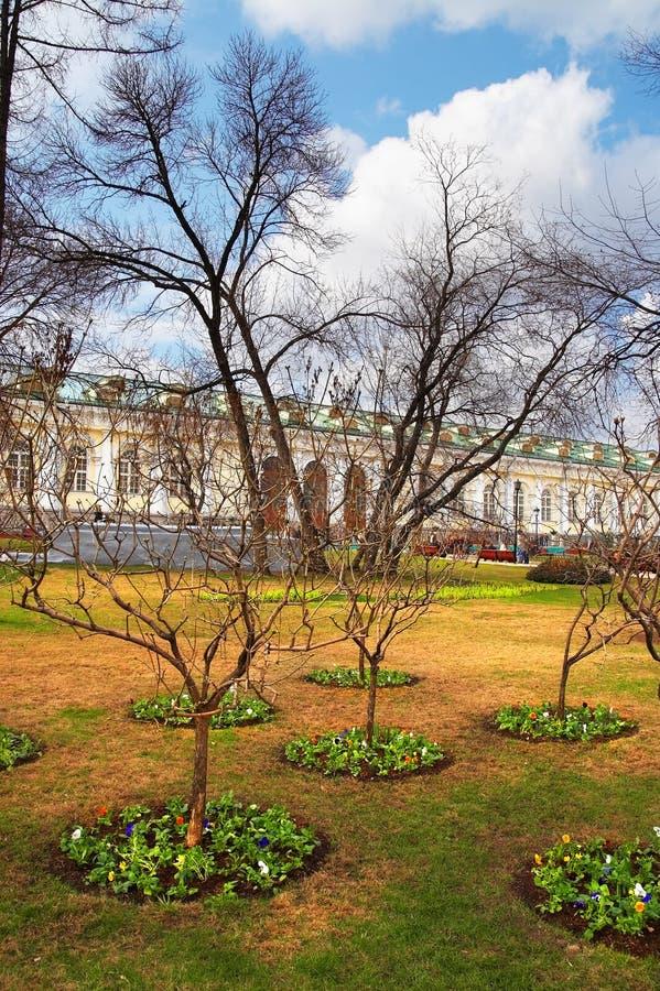 Download Jardin D'Alexandre à Moscou. Photo stock - Image du européen, nuages: 729698