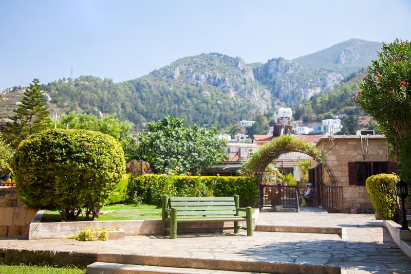 Jardin dans l'abbaye de Bellapais, Chypre du nord photos stock