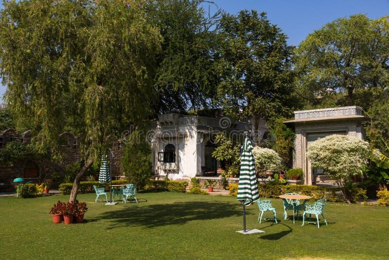 Jardin dans le palais de ville dans Udaipur photos stock