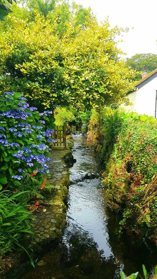 Jardin de cottage et courant cornouaillais de jardin images libres de droits