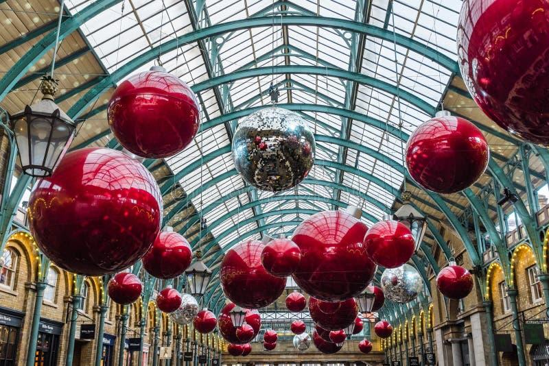 Jardin de Covent de décorations de Noël Londres images libres de droits