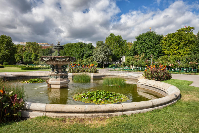 Jardin de personnes de Volksgarten à Vienne image stock