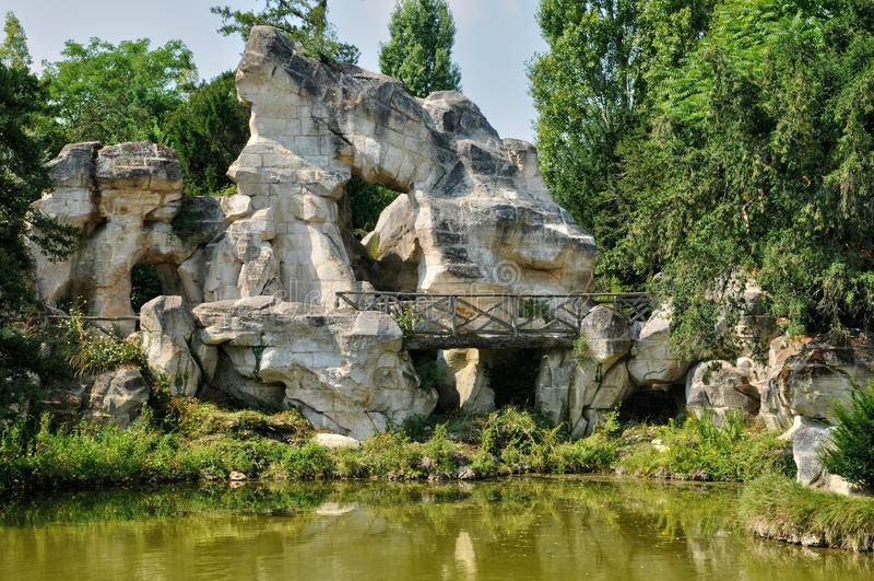 Jardin de petit trianon en domaine de marie antoinette for Jardin anglais du petit trianon