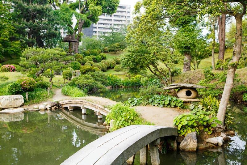 Jardin de style japonais à Hiroshima, Japon images libres de droits