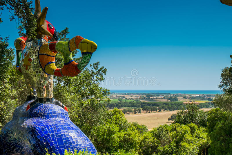 Jardin de tarot près de Pescia Fiorentina en Toscane photographie stock
