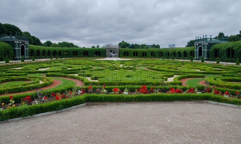 Jardin de vert de palais de Schonbrunn beau images stock