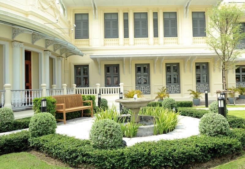Jardin de ville images stock