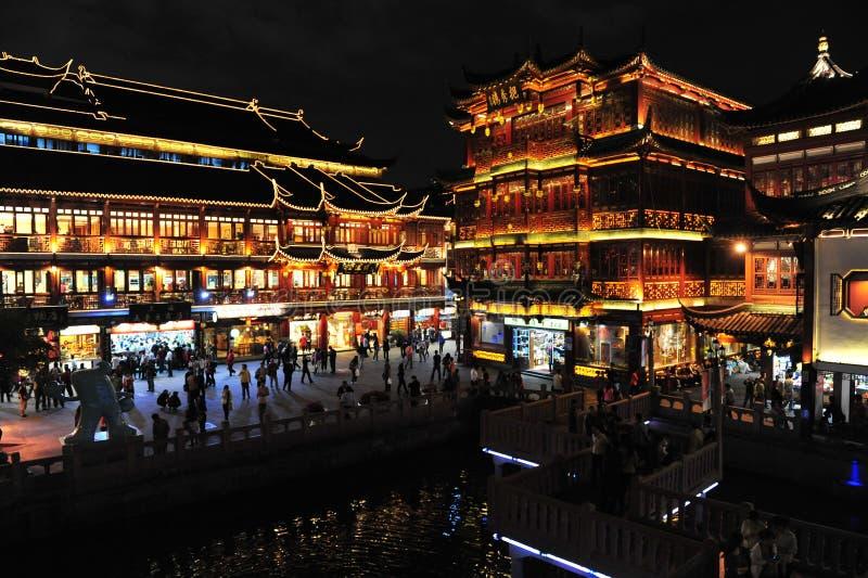 Jardin de Yu à Changhaï dans la nuit images stock