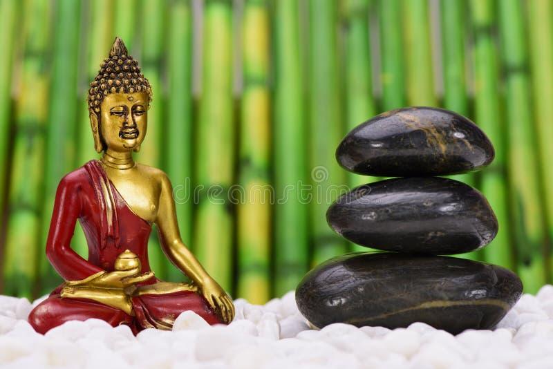 jardin de zen avec bouddha photo stock image 57900501. Black Bedroom Furniture Sets. Home Design Ideas