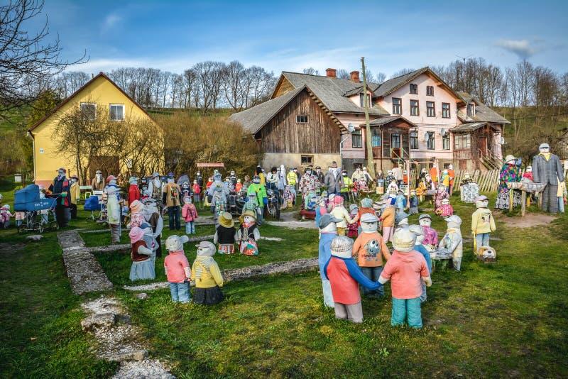 Jardin des poupées de chiffon images stock