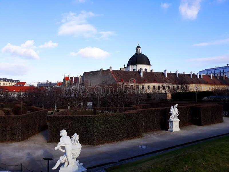 Jardin du palais de belvédère en hiver photos libres de droits