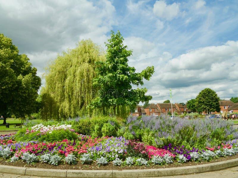 Jardin et arbres photo stock