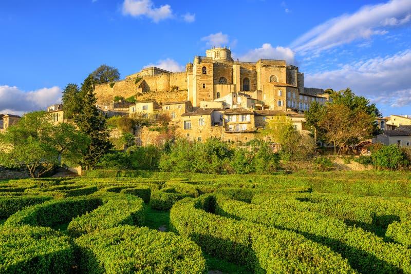 Jardin et château Grignan, Drome, France de labyrinthe photographie stock