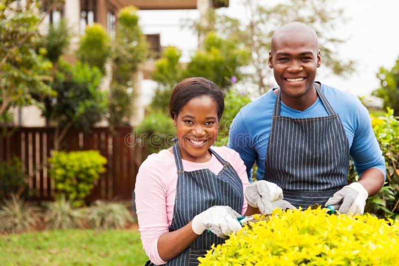 Jardin fonctionnant de couples photographie stock libre de droits