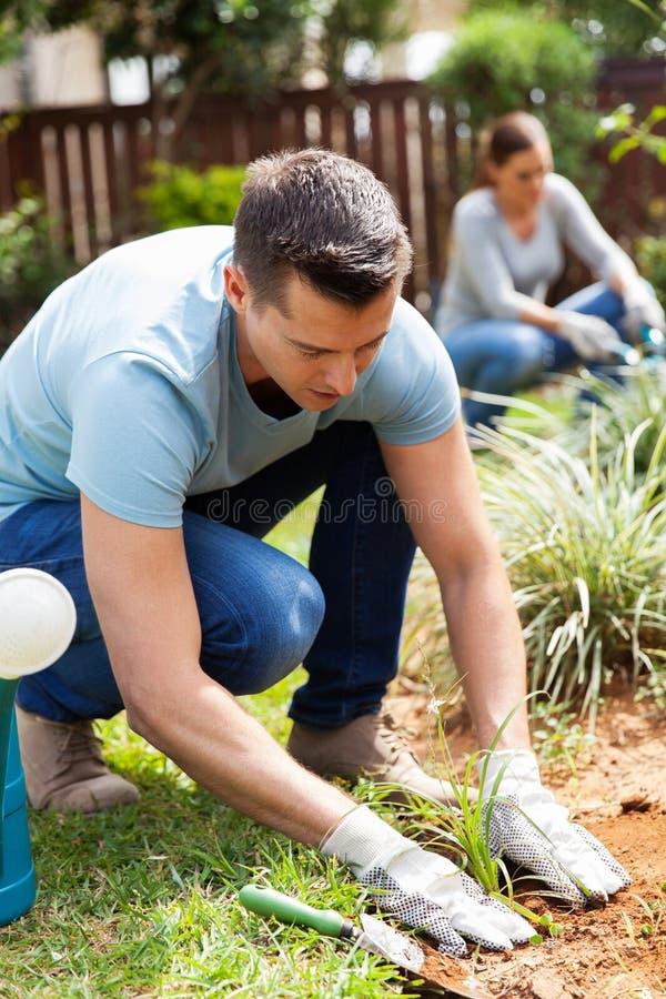 Jardin fonctionnant de couples images stock