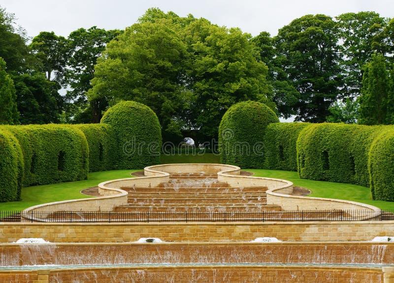 Jardin grand d'Alnwick de cascade image libre de droits