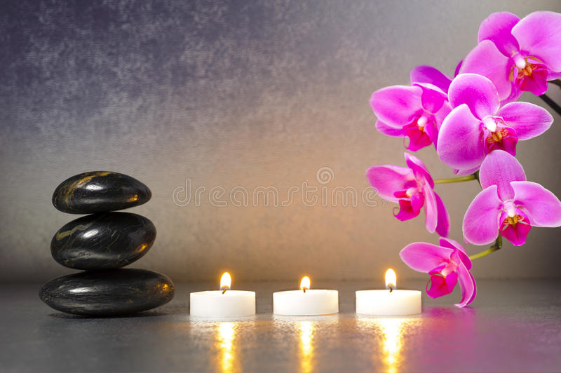 Jardin japonais de zen avec des lumi res de bougie image for Jardin japonais zen avec galets et bougies