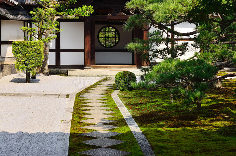 Jardin japonais de zen de temple de Kenninji, Kyoto Japon photographie stock
