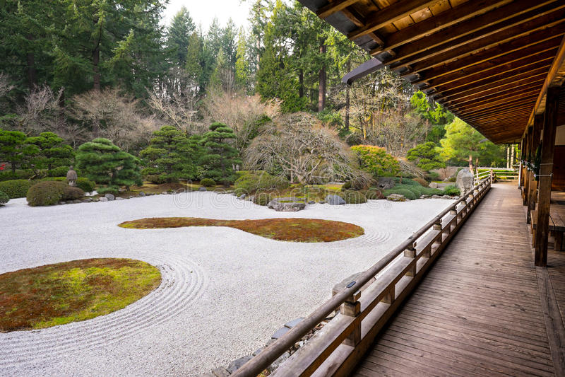 Jardin japonais traditionnel images libres de droits