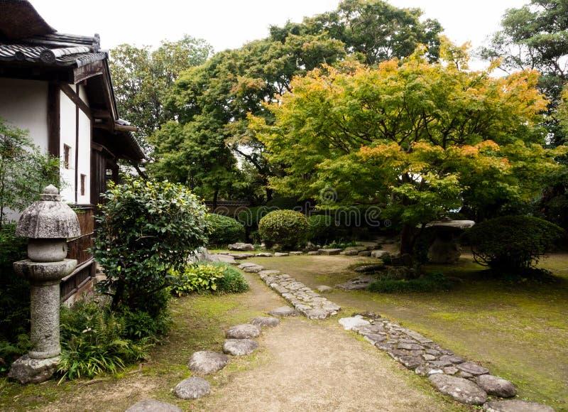 Jardin japonais traditionnel dans la résidence samouraï photos stock
