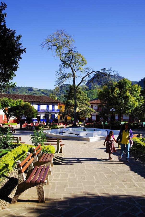 JARDIN, KOLUMBIA, SIERPIE? 14, 2018: G??wny park w malowniczym miasteczku Jardin obrazy royalty free