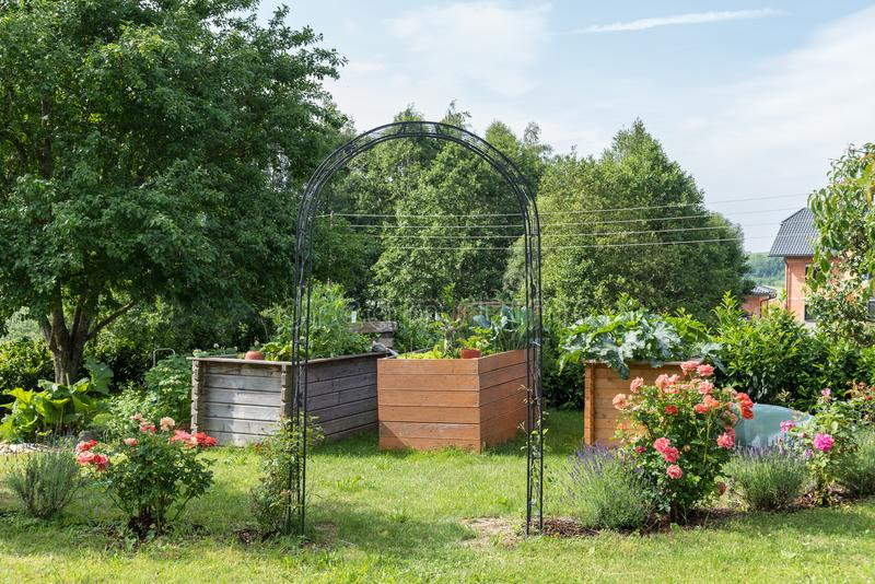 Jardin romantique au printemps photographie stock