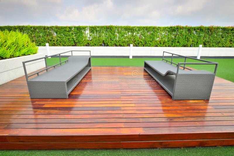 Jardin sur le dessus de toit photographie stock libre de droits
