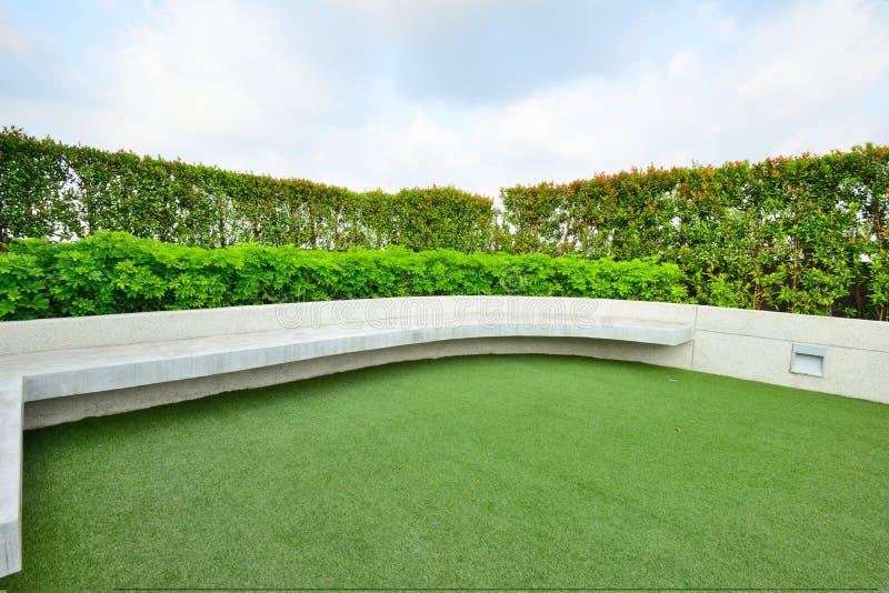 Jardin sur le dessus de toit photo stock