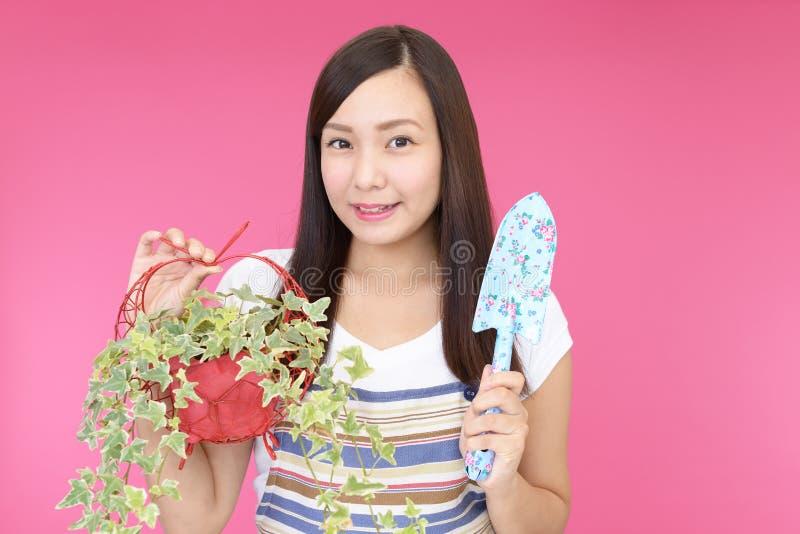 Jardineiro asiático encantador fotos de stock royalty free