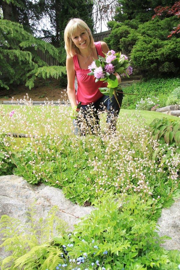 Jardinero feliz de la señora fotografía de archivo libre de regalías