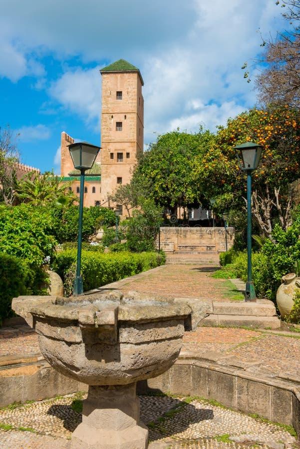 Jardines andaluces en la África del Norte de Rabat Marruecos del kasbah de Udayas imagen de archivo