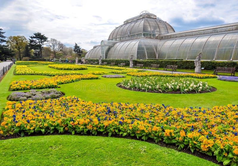 Jardines botánicos de Kew en la primavera, Londres, Reino Unido foto de archivo libre de regalías