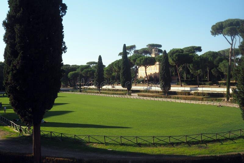 Jardines de Borghese del chalet en Roma, Italia fotos de archivo